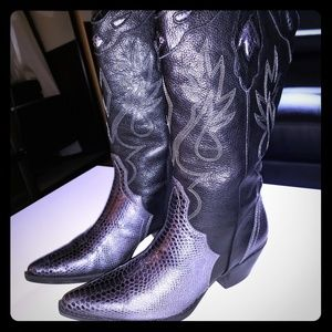 A sexy pair of cowgirl boots